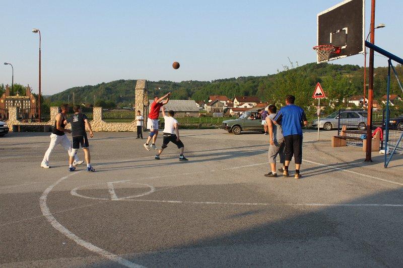 Basket kod Željezničke stanice